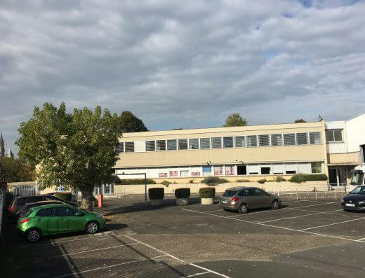 Senlis - Location bureaux 906m - extérieur parking