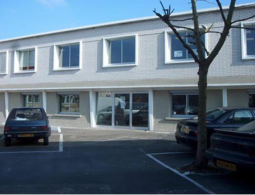 Senlis - Location bureaux - vue entrée bâtiment admin