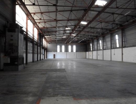 Senlis - Location entrepôt 1664 m2 Beauval - vue depuis devant les quais